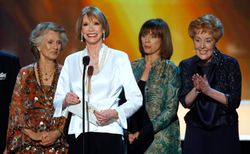 Cloris mary tyler moore cast
